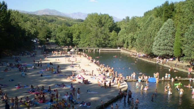 Tareas de limpieza del lago alonso vega y charco las for Piscinas naturales jarandilla
