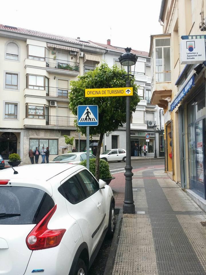 04 carteles de informaci n de la oficina de turismo actualidad de jara z de la vera - Oficina turismo caceres ...